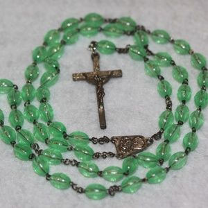Jewelry - Vintage Green Bead Rosary   Will come gift boxed